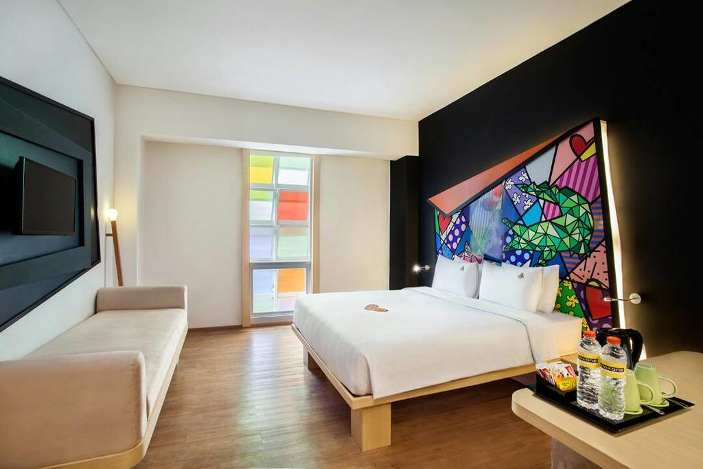 via maxOneHotels.com